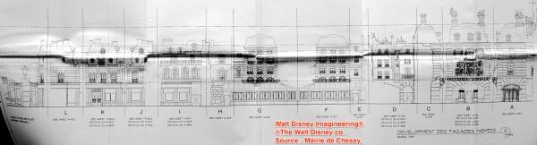 Plano al detalle de las fachadas de la atracción y el restaurante, empezando el restaurante por la izquierda y terminando por la derecha con la atracción