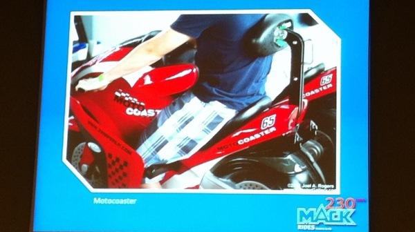 Motocoaster con un arnés diferente del clásico