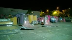 Trozos de toboganes en el parking